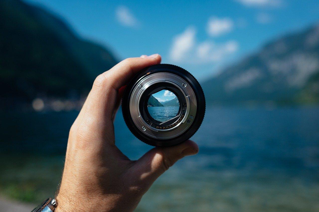 Focusing lens
